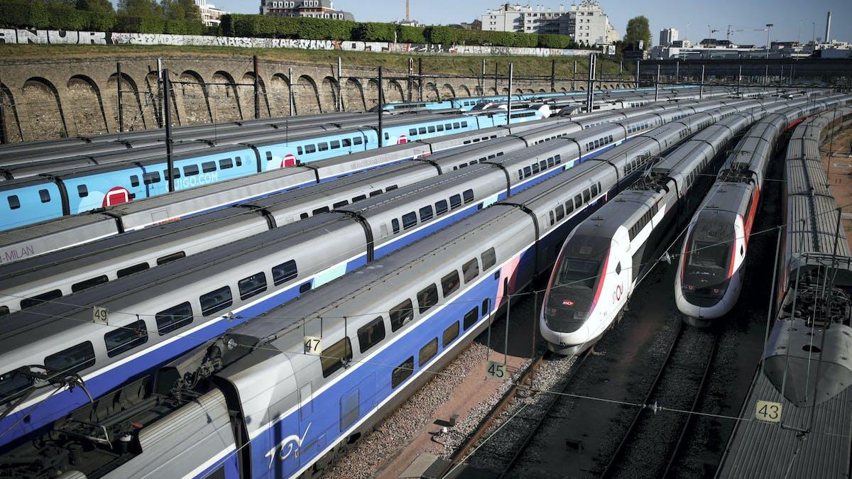 Des trains stationnés gare de Lyon, à Paris, le 14 avril.