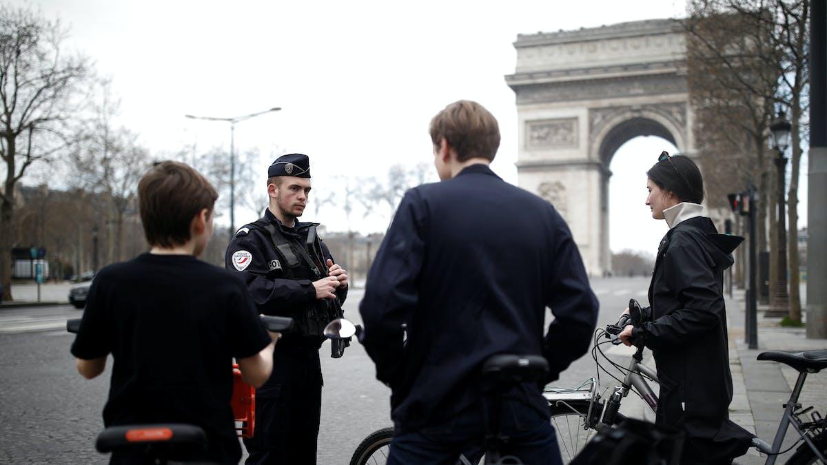 Aux Champs-Elysées, le 18 mars.