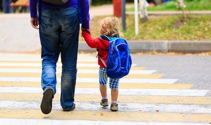 École : les parents ont droit au chômage partiel s'ils gardent leur enfant
