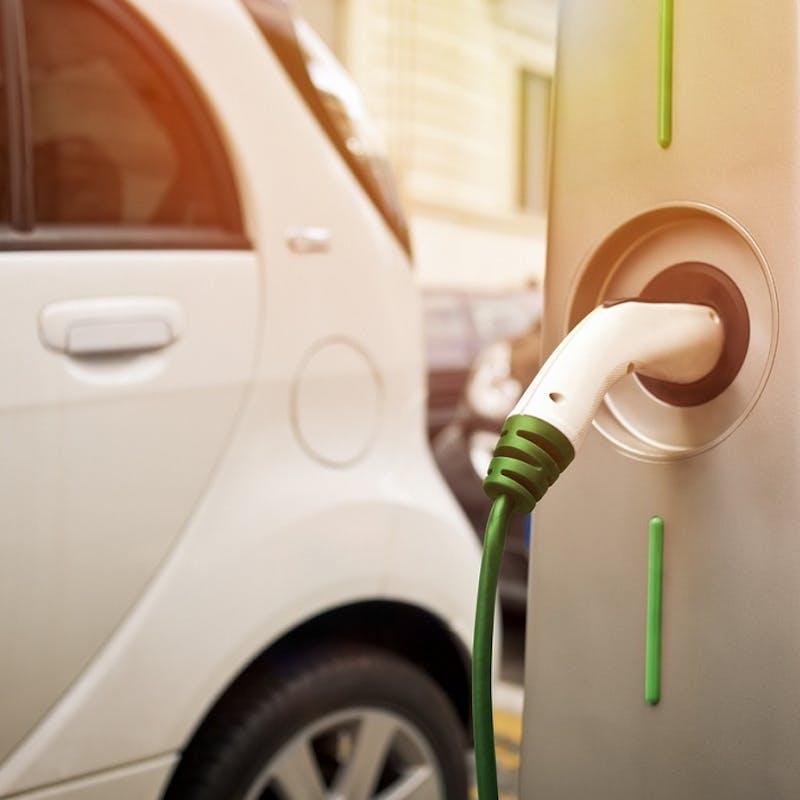 Prime à la casse, bonus écologique : les aides à l'achat d'une voiture vont augmenter