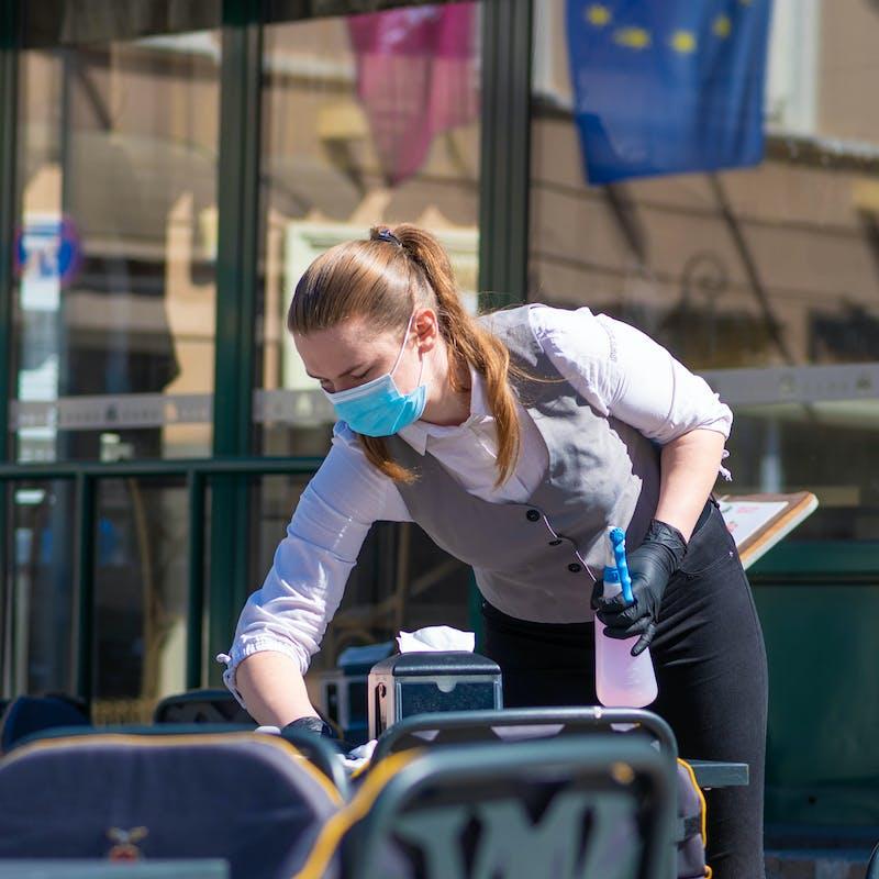 Les bars, cafés et restaurants peuvent rouvrir le 2 juin