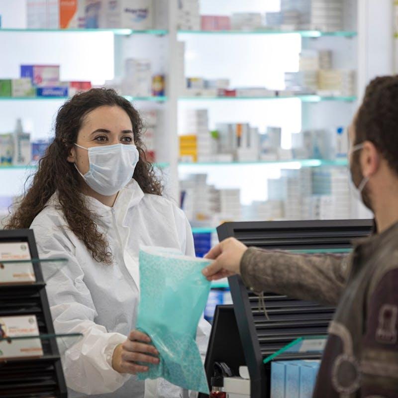 Déconfinement : qui peut retirer des masques chirurgicaux gratuitement en pharmacie ?