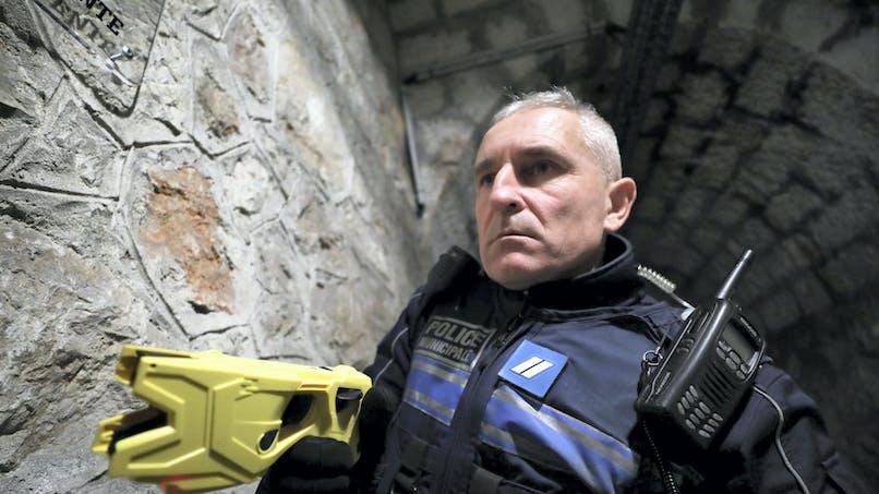À quelles conditions un policier peut-il vous taser?