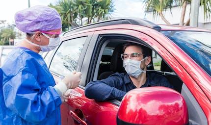 Coronavirus : pompiers, infirmiers, aides-soignants... autorisés à vous tester (100 % remboursé)