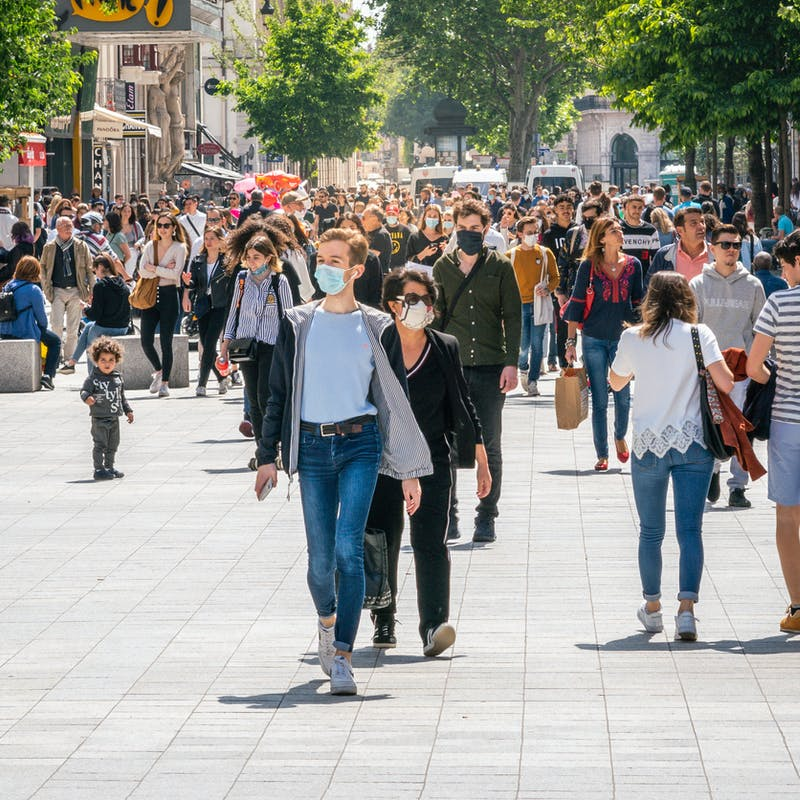 Paris : le port du masque bientôt obligatoire à l'extérieur