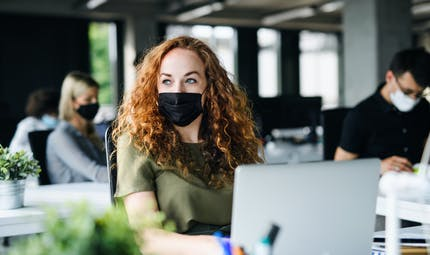 Le masque obligatoire en entreprise... sauf exceptions