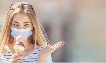 Masque obligatoire: a-t-on le droit de manger, fumer et boire dans la rue ?