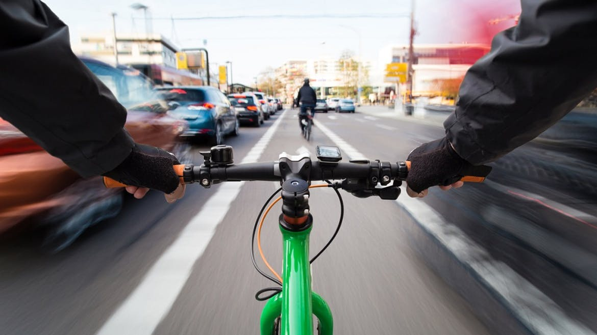 Automobilistes : 7 comportements à adopter face aux cyclistes