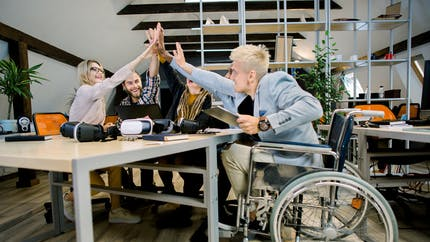 Plan de relance : une prime de 4 000 € pour l'embauche d'un travailleur handicapé