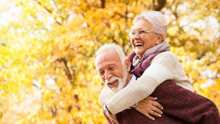 Retrouver l'amour après 50 ans : quelle appli de rencontre choisir ?