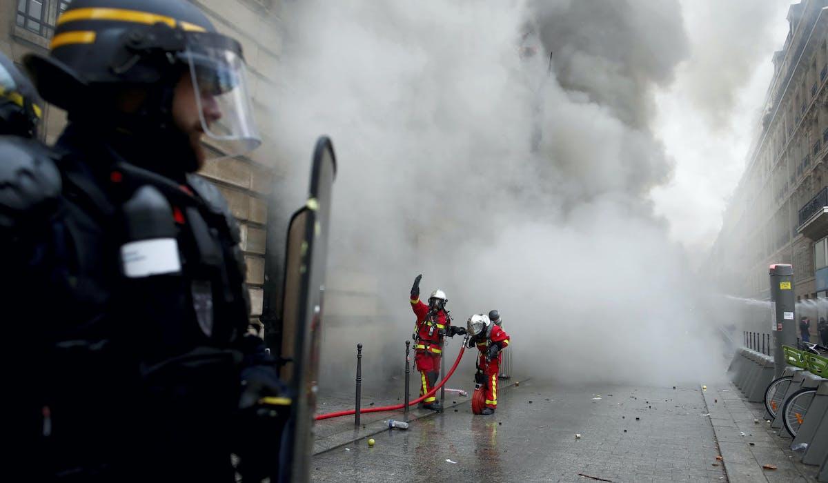 Un policier lors d'une manifestation, le 5 décembre 2019 à Paris.