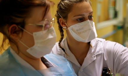 Covid-19: les infirmiers libéraux paient encore cher leurs masques