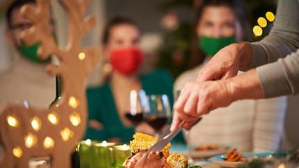 Covid-19 : comment limiter les risques de contamination à Noël ?