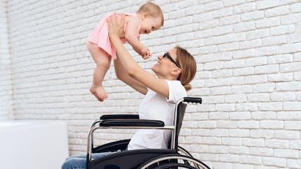 PCH parentalité : jusqu'à 900 euros par mois pour les parents handicapés