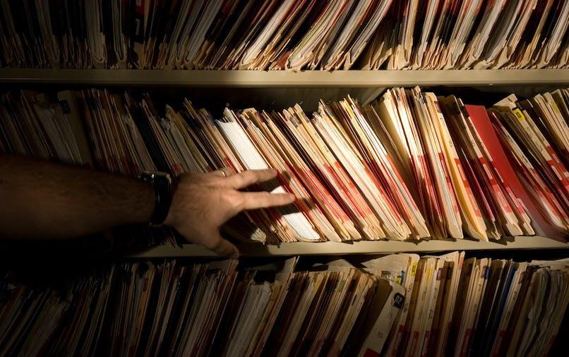 Fichiers, dossiers, main, recherche
