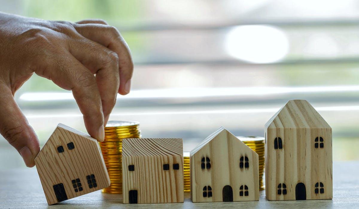Main, maisons, pièces, investissement