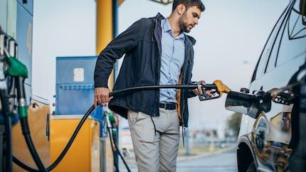 Les stations-essence vont bientôt afficher le prix du carburant aux 100 km