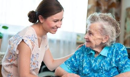 Dépendance : comment accueillir un proche âgé chez soi ?