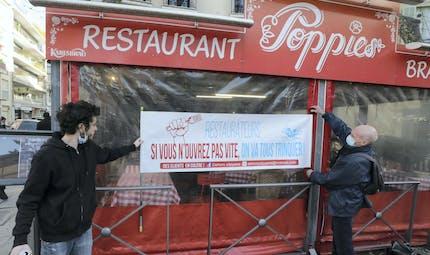 Covid-19 : ce que risquent les restaurants ouverts (et leurs clients)