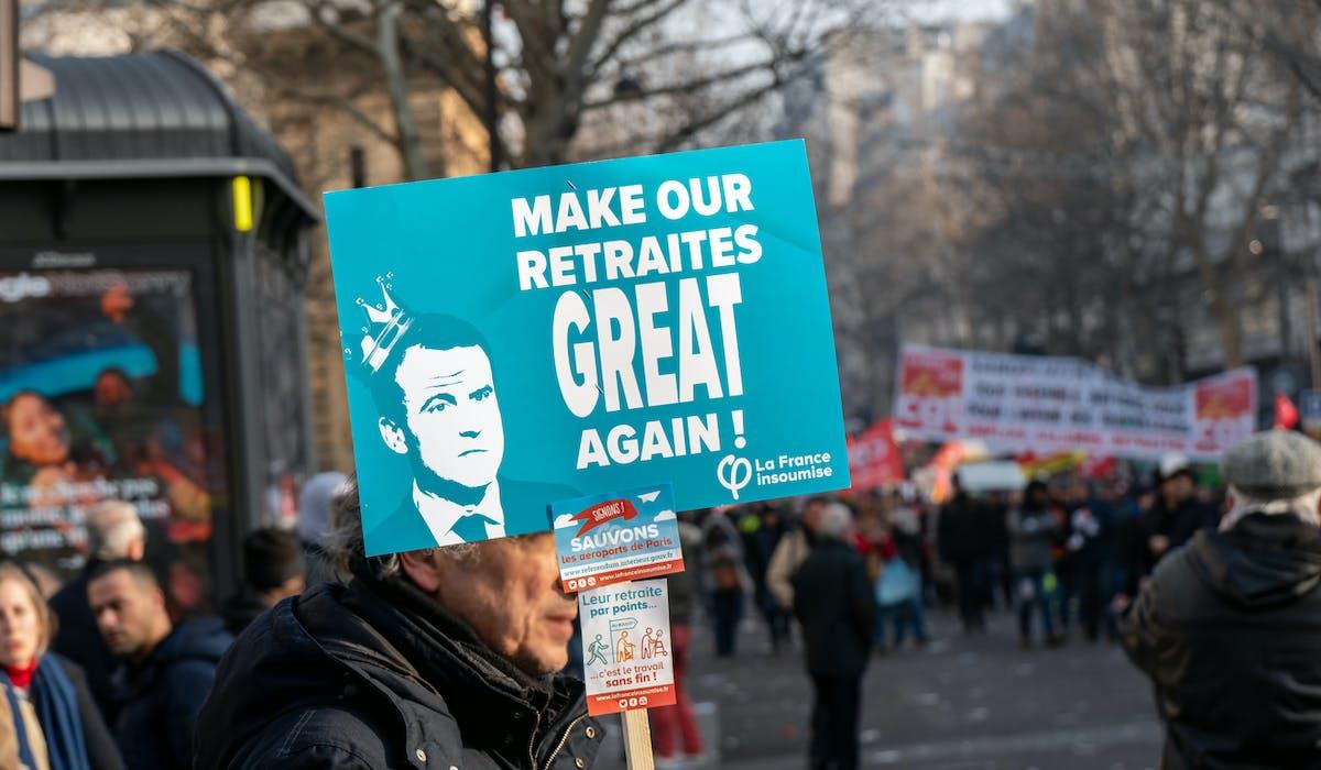Le projet de réforme des retraites suscité des manifestations. De plus en plus de seniors sont sans emploi.
