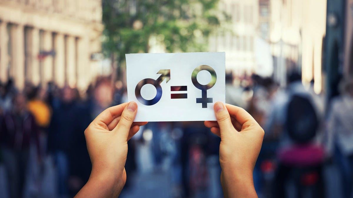 Manifestation, mains, papier, égalité femmes-hommes