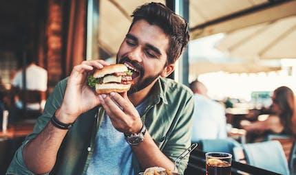 Précarité étudiante : bientôt la création d'un ticket restaurant étudiant ?