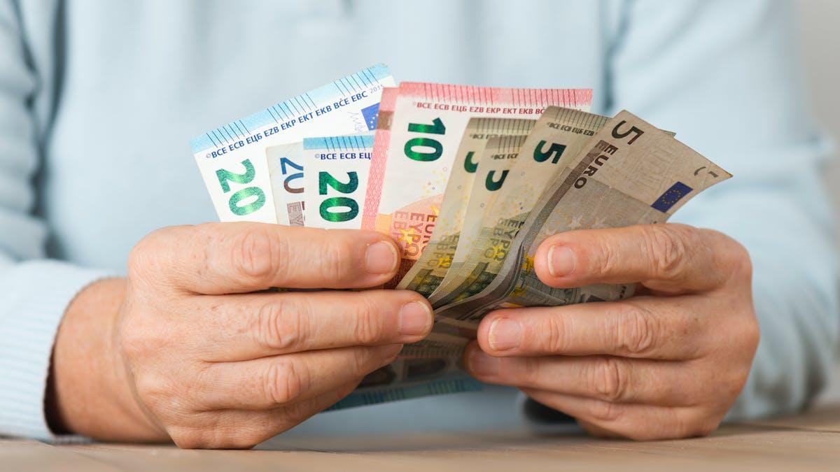 Mains, homme, billets, euros
