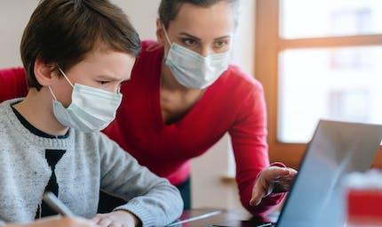 Fermeture des écoles : des solutions pour les parents qui doivent garder leurs enfants