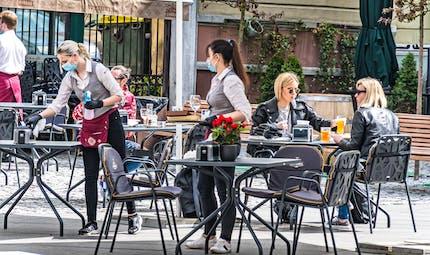 """Les bars, restaurants et """"certains lieux culturels"""" rouvriront le 15 mai"""