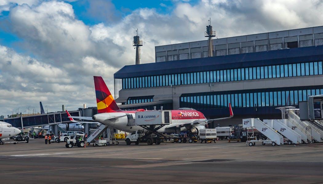 Le gouvernement ferme (tard) les liaisons aériennes avec le Brésil