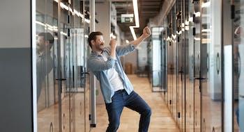 Réseaux sociaux: les messages publiés par les employeurs peuvent les engager auprès de leurs salariés