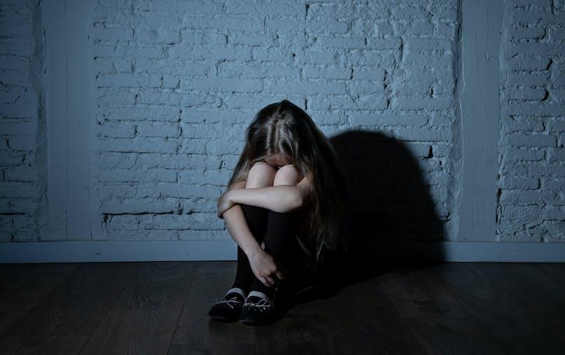Enfant, petite fille, tristesse, nuit, ombre
