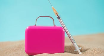 Covid-19: comment concilier vacances d'été et vaccination?