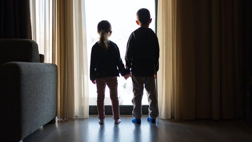 Appartement, petite fille, petit garçon, lumière