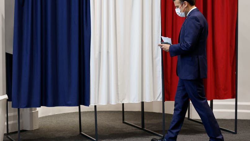 Emmanuel Macron, bureau de vote, second tour, élections régionales