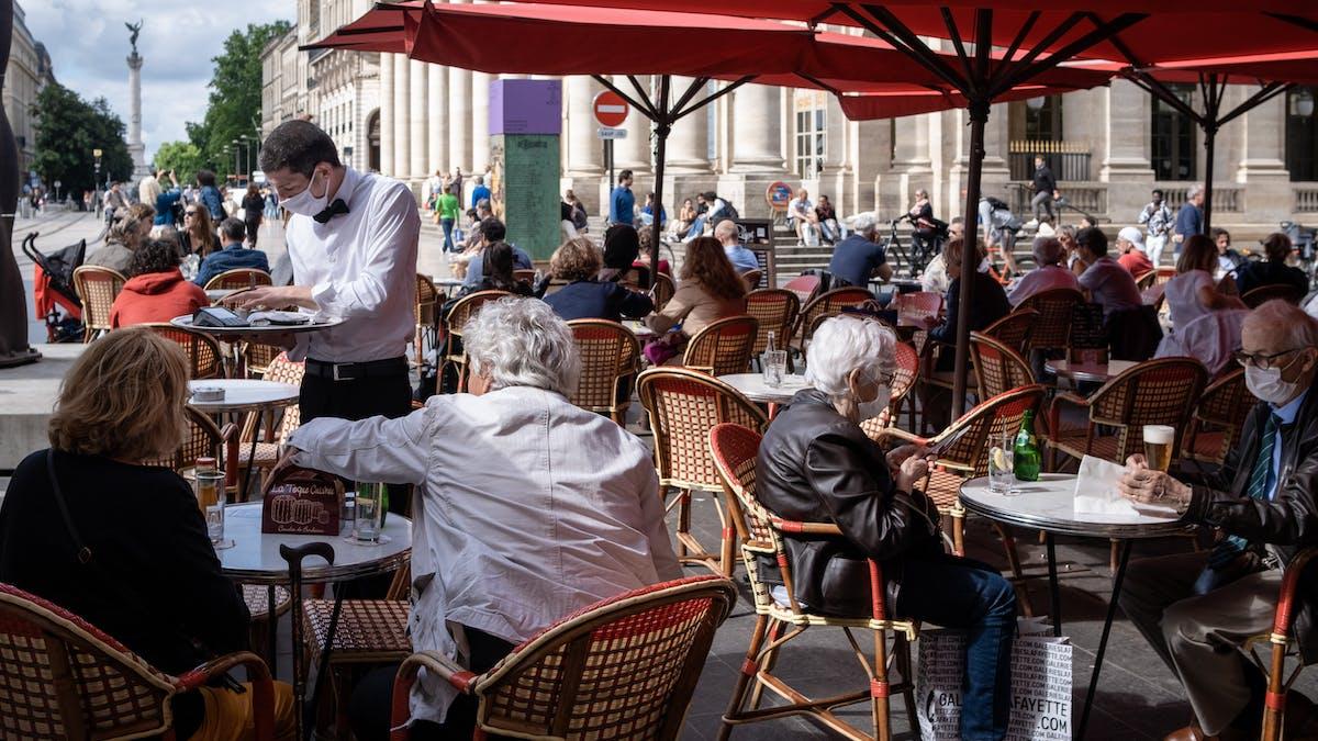 Terrasse, café, clients, serveur, Bordeaux