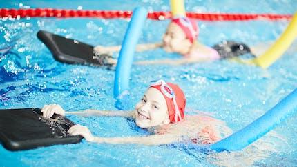 Des leçons gratuites de natation pour les enfants âgés de 4 à 12 ans