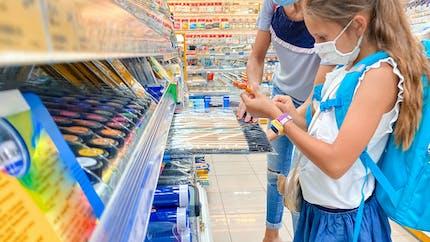 L'allocation de rentrée scolaire sert-elle vraiment à acheter des télévisions et des smartphones?