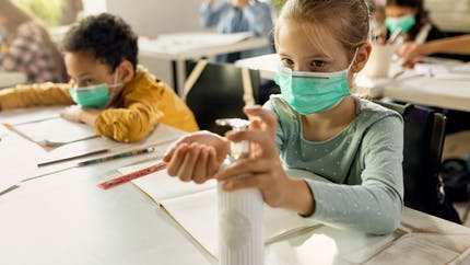 Covid-19: votre enfant va-t-il (enfin) pouvoir ôter son masque à l'école?
