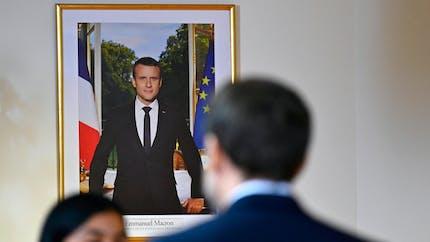 Peut-on décrocher un portrait du président de la République en préfecture ou en mairie?