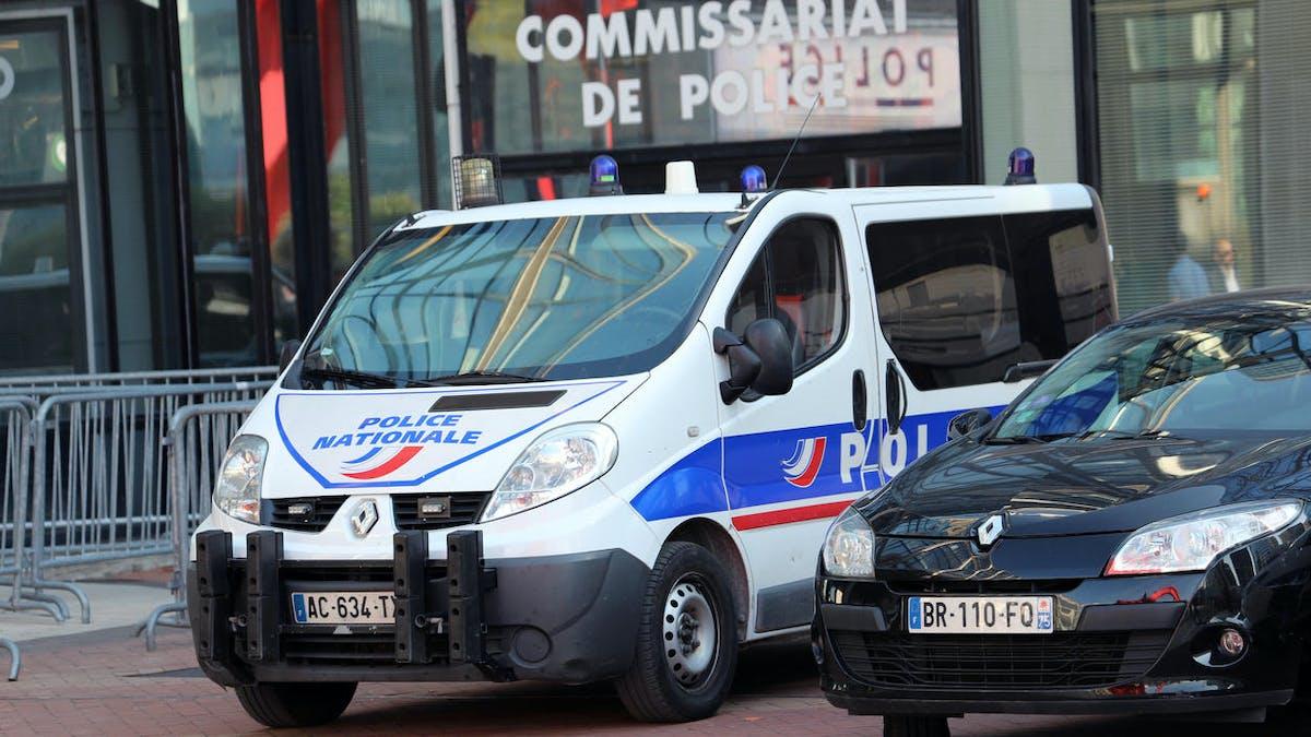Commissariat, La Défense, voitures