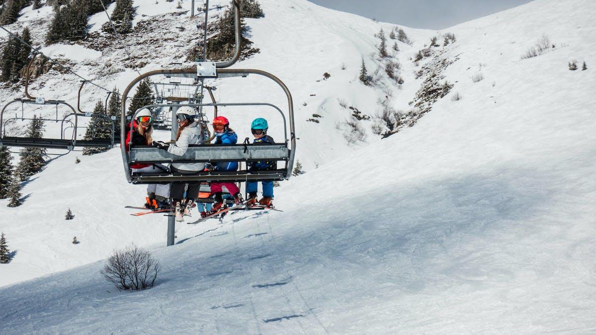 Montagne, neige, remontée mécanique, personnes