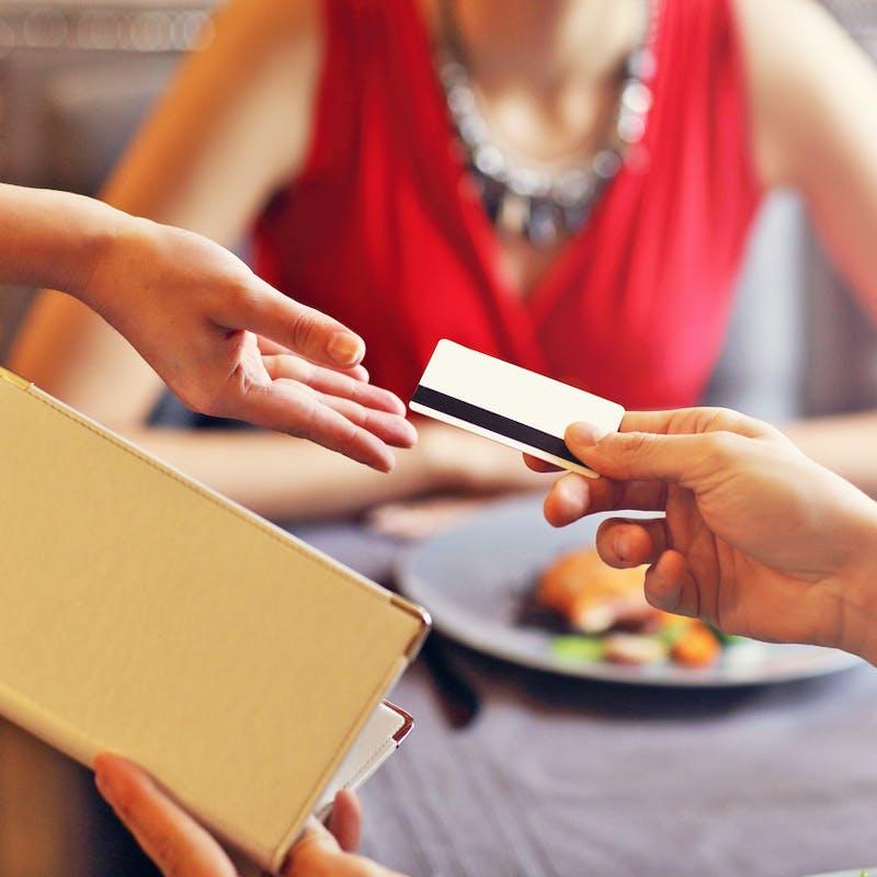 Pourboires par carte bancaire: vers une défiscalisation plafonnée en 2022?