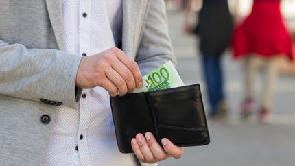 Pouvoir d'achat : qui pourra toucher l'indemnité inflation de 100 euros ?