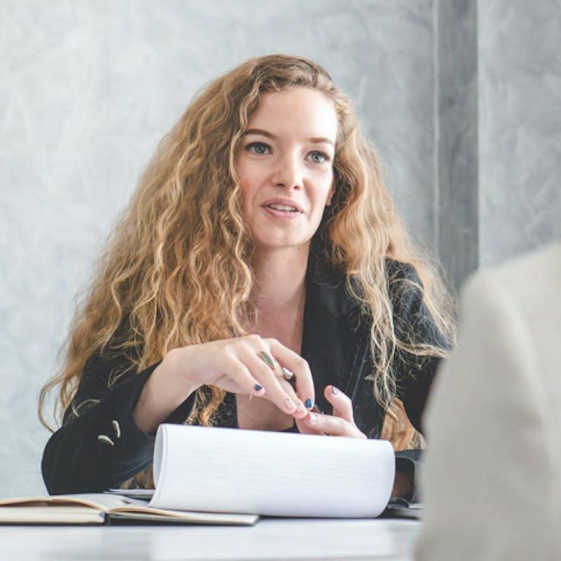 En entretien d'embauche, vous pouvez évoquer tout ce qui est d'ordre professionnel